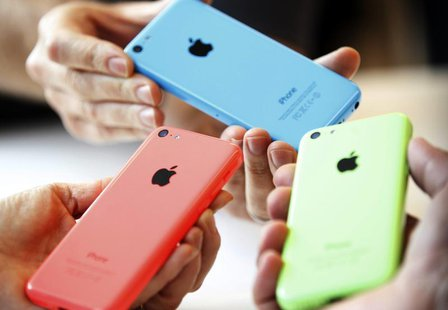 People check out several versions of the new iPhone 5C after Apple Inc's media event in Cupertino, California September 10, 2013. REUTERS/St