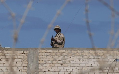 An Egyptian soldier guards the border between Egypt and southern Gaza Strip September 16, 2013. REUTERS/Ibraheem Abu Mustafa