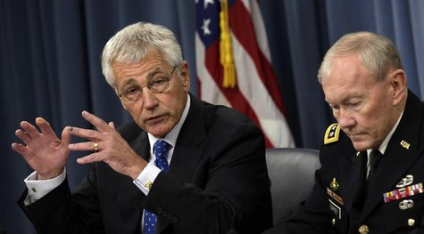 U.S. Secretary of Defense Chuck Hagel (L) and Chairman of the Joint Chiefs of Staff General Martin Dempsey speak at a joint news conference