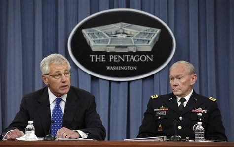 U.S. Secretary of Defense Chuck Hagel (L) and Joint Chiefs of Staff Gen. Martin Dempsey hold a joint news conference at the Pentagon in Wash