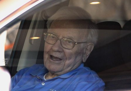 Berkshire Hathaway CEO Warren Buffett waits in his car on arrival at the annual Allen and Co. conference in Sun Valley, Idaho July 9, 2013.