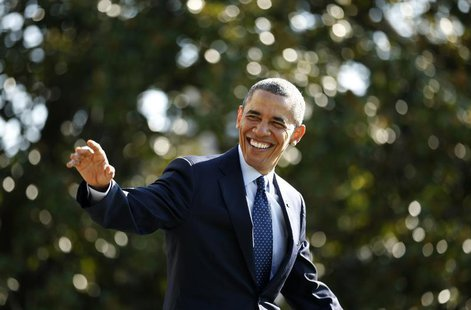 U.S. President Barack Obama smiles and waves as he departs the White House in Washington September 20, 2013. Obama is on a day trip to Kansa