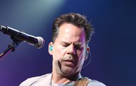 Up Close With Gary Allan at the Resch Center in Green Bay 7