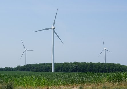 Commercial grade windmills are generating electricity at a rate comparable to gas or coal, according to new report.