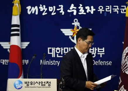 South Korea's Defense Ministry spokesman Kim Min-seok leaves after a briefing at the Defense Ministry in Seoul September 24, 2013. REUTERS/K