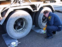 ISP Commercial Enforcement conducting weight measurement