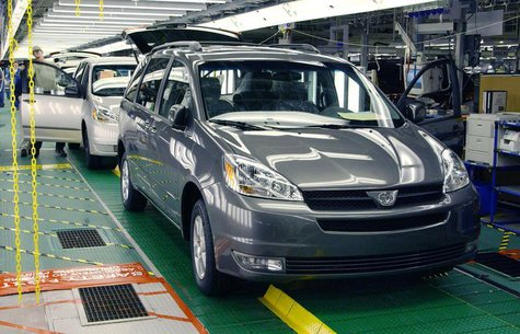 2004 Toyota Sienna minivans roll off the assembly line February 24, 2003 at Toyota's in Princeton, Indiana assembly plant. REUTERS/John C. H