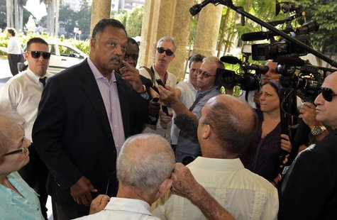 U.S. civil rights activist Jesse Jackson talks to the media at the National hotel in Havana September 27, 2013. REUTERS/Enrique de la Osa