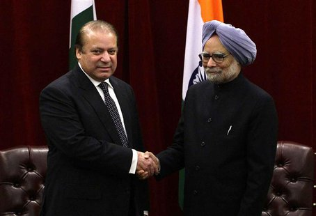 Pakistan's Prime Minister Nawaz Sharif (L) shakes hands with India's Prime Minister Manmohan Singh during the United Nations General Assembl