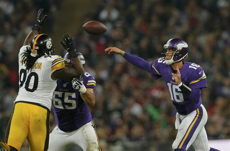 Minnesota Vikings quarterback Matt Cassel throws in the fourth quarter as Pittsburgh Steelers nose tackle Steve McLendon (L) defends during