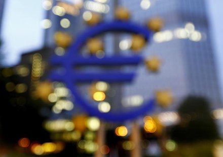 The euro sign landmark is seen outside the headquarters of the European Central Bank (ECB) in Frankfurt September, 2013. REUTERS/Kai Pfaffen