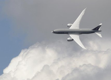 A Boeing 787 Dreamliner, owned by Qatar Airways, performs a display flight at the Farnborough Airshow 2012 in southern England July 10, 2012