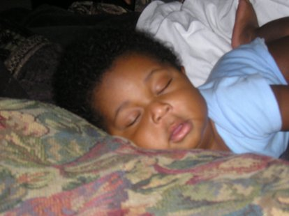 Child sleeping (Photo by: Daniel Dwase/Wikimedia Commons).