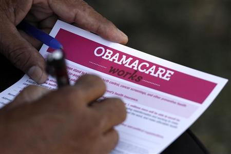 A man fills out an information card during an Affordable Care Act outreach event hosted by Planned Parenthood for the Latino community in Los Angeles, California September 28, 2013. Credit: Reuters/Jonathan Alcorn