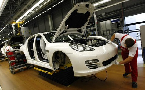A worker works on a Panamera car at the final production unit at the Porsche plant in Leipzig, September 29, 2009. REUTERS/Fabrizio Bensch