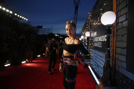 Singer Miley Cyrus arrives at the 2013 MTV Video Music Awards in New York August 25, 2013. REUTERS/Carlo Allegri