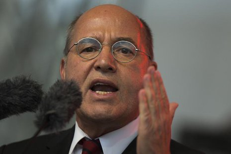 The top-candidate of the left-wing Die Linke party Gregor Gysi speaks during an election campaign event in Berlin, September 20, 2013. REUTE