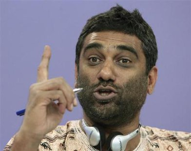 Kumi Naidoo, Executive Director of Greenpeace International, gestures during a news conference in Moscow August 14, 2012. Credit: Reuters/Maxim Shemetov