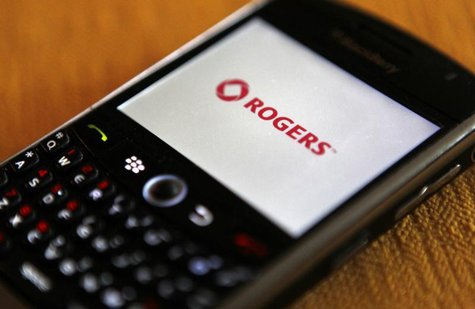 A Blackberry smartphone on the Rogers wireless network is seen in Montreal, October 26, 2010. REUTERS/Shaun Best