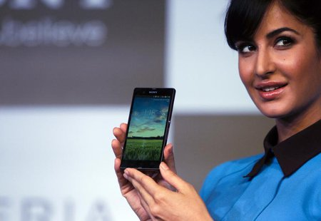 Bollywood actress Katrina Kaif displays the Sony Xperia Z high-end smartphone during its launch in New Delhi March 6, 2013. REUTERS/Mansi Th