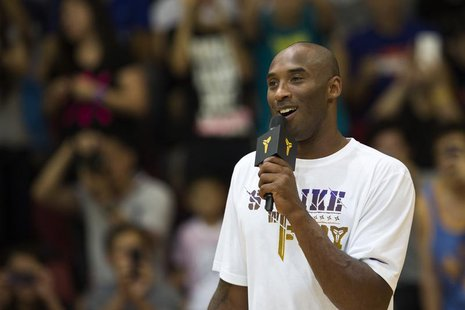Los Angeles Lakers NBA star Kobe Bryant speaks to fans while attending a youth basketball final match in Hong Kong August 3, 2013. REUTERS/T