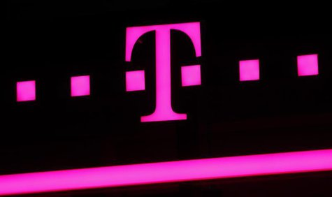 The logo of Deutsche Telekom is seen at a store in Bonn, April 3, 2013. REUTERS/Wolfgang Rattay