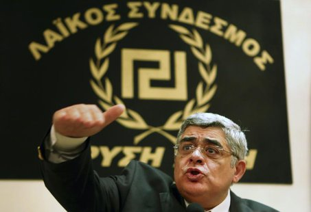 Leader of extreme-right Golden Dawn party Nikolaos Mihaloliakos (C) talks to reporters at a news conference in Athens May 6, 2012. REUTERS/Y