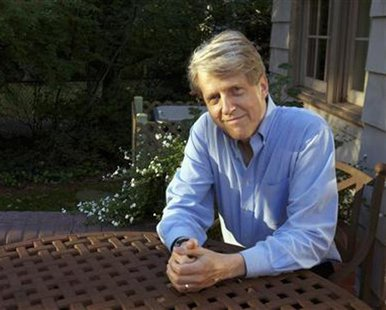 Robert Shiller, one of three American scientists who won the 2013 economics Nobel prize, poses at his home in New Haven, Connecticut October 14, 2013.  REUTERS/Michelle McLoughlin