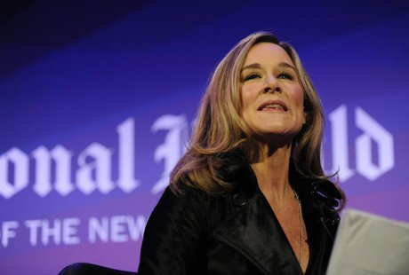 Burberry CEO Angela Ahrendts leads a discussion at the IHT Heritage Luxury conference in London November 9, 2010. REUTERS/Paul Hackett