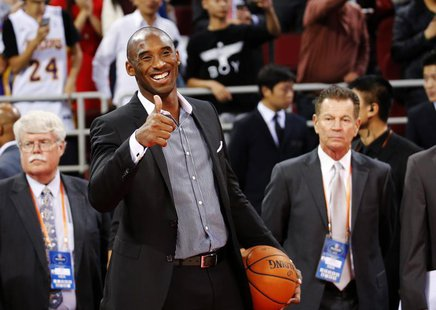 Los Angeles Lakers' Kobe Bryant gestures to his teammates before their game against the Golden State Warriors at the NBA Global Games in Bei