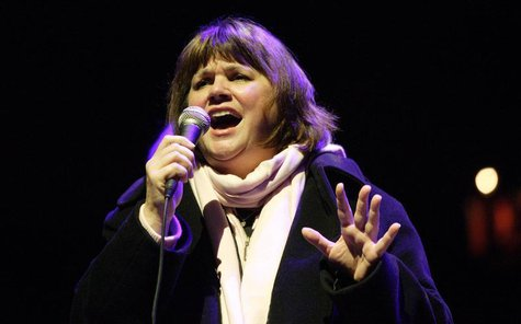 Linda Ronstadt performs at the19th annual Bridge School Benefit Concert in Mountain View, California October 29, 2005. REUTERS/Kimberly Whit
