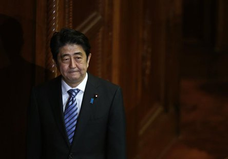 Japan's Prime Minister Shinzo Abe walks after delivering his policy speech at the lower house of parliament in Tokyo October 15, 2013. REUTE