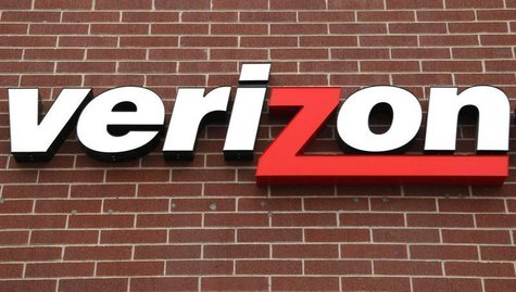 A sign of Verizon Wireless is seen at its store in Westminster, Colorado in this April 26, 2009 file photo. REUTERS/Rick Wilking/Files