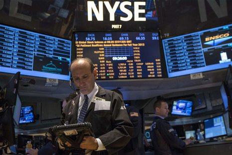 Traders work on the floor of the New York Stock Exchange, October 17, 2013. REUTERS/Brendan McDermid