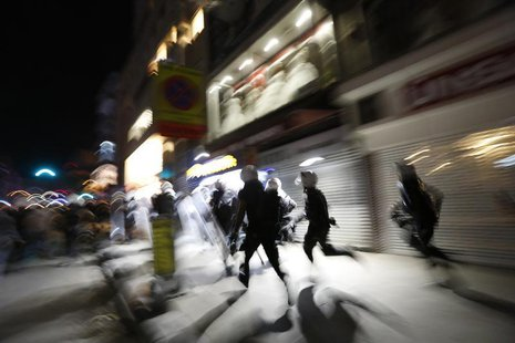 Riot police chase demonstrators during an anti-government protest in Istanbul's Kadikoy district late September 15, 2013. REUTERS/Murad Seze