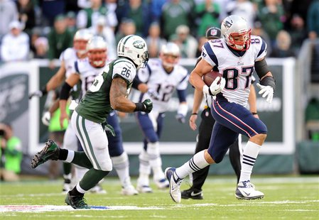 Oct 20, 2013; East Rutherford, NJ, USA; New England Patriots tight end Rob Gronkowski (87) runs after making a catch against the New York Je