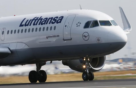 "A Lufthansa Airbus A 320 takes off on runway ""Startbahn West"" at Frankfurt airport July 12, 2013. REUTERS/Ralph Orlowski"