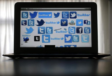 An illustration picture shows Twitter logos on a computer screen in Frankfurt, October 21, 2013. REUTERS/Kai Pfaffenbach