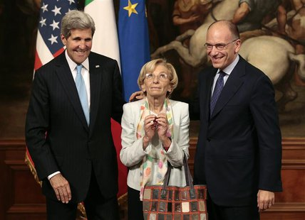 Italy's Prime Minister Enrico Letta (R), U.S. Secretary of State John Kerry (L) and Italy's Foreign Minister Emma Bonino pose for photo duri