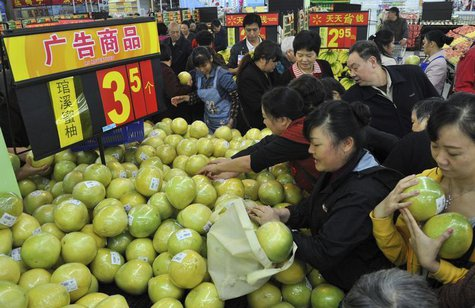 Customers choose pomelos at a Wal-Mart Supercenter in Chongqing municipality October 25, 2011. REUTERS/Stringer