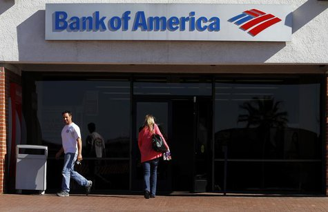 Customers are seen outside of a Bank of America in Tucson, Arizona in this January 21, 2011 file photo. REUTERS/Joshua Lott