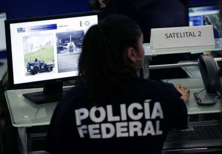 A federal police officer monitors public areas.  European and some Latin American countries were the most vocal in their criticism, and in demanding that Mexico thoroughly investigate all disappearances, particularly of women and migrants. REUTERS/Bernardo Montoya