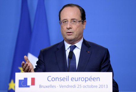 France's President Francois Hollande addresses a news conference at an European Union leaders summit in Brussels October 25, 2013. REUTERS/L