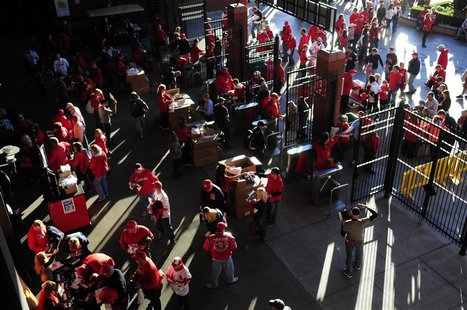 Fans enter Busch Stadium prior to game four of the MLB baseball World Series between the Boston Red Sox and the St. Louis Cardinals. Mandato