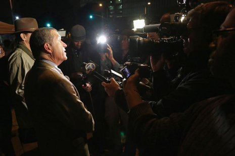 Los Angeles County Sheriff's Department spokesman Steve Whitmore speaks to the media after Dr. Conrad Murray was released from jail, in Los