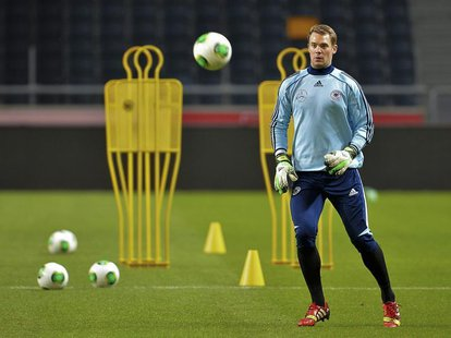 Germany's goalkeeper Manuel Neuer takes part in a soccer training session at Friends Arena in Stockholm October 14, 2013. REUTERS/Jonas Ekst