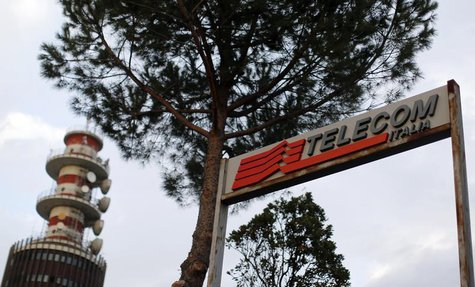 A Telecom Italia antenna booster is seen in northern Rome November 12, 2012.REUTERS/Alessandro Bianchi