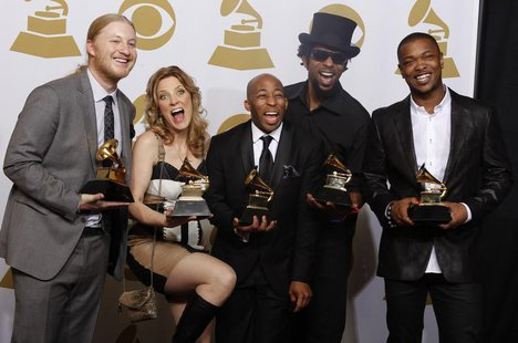 Members of the Tedeschi Trucks Band Derek Trucks, Susan Tedeschi, Saunders Sermons, Kebbi Williams and Maurice Brown ( Lto R) celebrate back