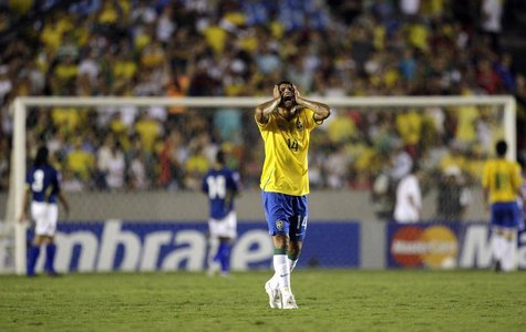 Brazil's Thiago Silva reacts during their 2010 World Cup qualifying soccer match against Colombia in Rio de Janeiro, October 15, 2008. REUTE