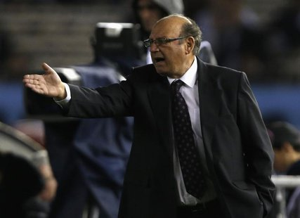 Peru's coach Sergio Markarian reacts during their 2014 World Cup qualifying soccer match against Argentina in Buenos Aires, October 11, 2013